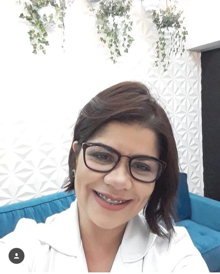 Aline Luzia Assunção de Moraes Santos